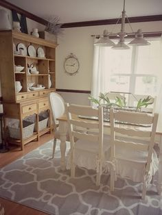 Nice rug and shelving unit Dining Rooms, Dining Area, Kitchen Dining, Farmhouse Table, French Farmhouse, Dining Room Inspiration, Fine Dining, Vintage Decor, Home Kitchens