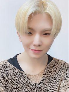 #seventeen #woozi #jihoon #우지 #지훈 #세븐틴 #sebong #セブチ #ウジ #李知勳 Wonwoo, Jeonghan, Seungkwan, Seventeen Woozi, Seventeen Debut, Hoshi, Vernon, Hip Hop, Lee Jihoon