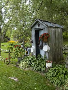 Simply Primitive Antiques and Country Decor-garden shed that looks like an outhouse Country Landscaping, Backyard Landscaping, Backyard Ideas, Landscaping Ideas, Rustic Gardens, Outdoor Gardens, Building An Outhouse, Muebles Shabby Chic, Garden Cottage