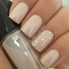 Nude Quilted Nail Design #nudenails #quiltednails