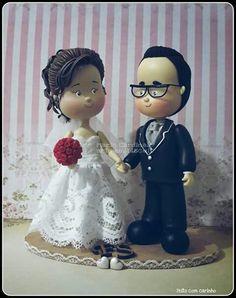 Noivinhos apaixonados #casamento #casório #festa #decoração #topodebolopersonalizado #amor #Toposdebolo #biscuit #coldporcelain ♥Orçamentos cacauphn@hotmail.com ♥ Watsap 11 984775720 ♥ www.biscuitdacacau.com.br ♥ Feito com carinho!
