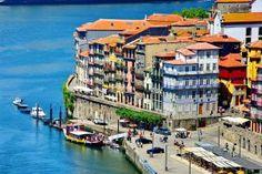 Barrio medieval de Ribeira, a orillas del Duero, en Oporto (Portugal).