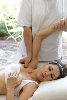Advice On How To Get The Best Massage For Your Money. Are you looking for a nice massage? Massage Tips, Thai Massage, Massage Techniques, Massage Therapy, Neck Massage, Facial Massage, Foot Massage, Massage Chair, Trigger Point Therapy