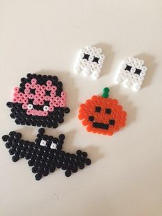 Decoration ghost party - ironing bead pictures as table decoration - Decoration for the table iron beads - Melty Bead Patterns, Hama Beads Patterns, Beaded Jewelry Patterns, Beading Patterns, Perler Bead Templates, Diy Perler Beads, Perler Bead Art, Hama Beads Halloween, Hamma Beads Ideas