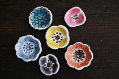 【アンジェ本店】九谷青窯 葛西国太郎 箸置き Ceramic Tableware, Ceramic Pottery, Ceramic Art, Sushi Plate, Chopstick Rest, Pottery Gifts, Glass Tea Cups, Glaze Paint, Japan Design