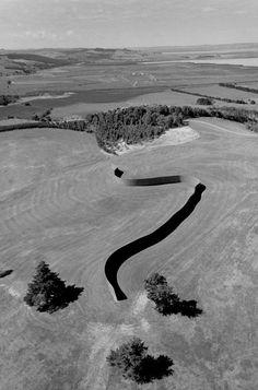 Richard Serra. 'Te Tuhirangi Contour,' 2000–2002, in New Zealand. photo: Dirk Reinartz.