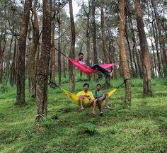 Back to nature  . . . . Loc: Tahura ngargoyoso Karanganyar. . . #tahura #explorekaranganyar  #jelajahsolo #jelajahkaranganyar  #salamgantung #hammock #hammockersindonesia  #solohammockers  #jatengeksis #vsco  #hammocklife #hammockpink  #keephanging #hanging  #seeyouatthenexttrees #vscocam #folk #folkgreen . by @andiiisetiawan