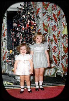 Christmas love those smiles Vintage Christmas Photos, Xmas Photos, 1950s Christmas, Old Christmas, Old Fashioned Christmas, Christmas Morning, Vintage Holiday, Christmas Pictures, Christmas And New Year