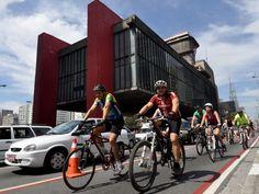 Foram mais de 40 mil ciclistas que circularam na via só no primeiro dia (Levi Bianco/02.09.2012/Brazil Photo Press/AE)