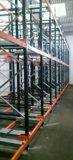 Montadores de estanterías metálicas