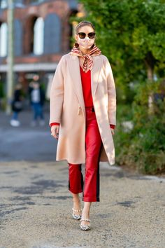 Estilo Olivia Palermo, Olivia Palermo Lookbook, Paar Style, Business Outfit Frau, How To Wear Scarves, Vogue, Clothing Hacks, Fashion 2020, Instagram Fashion