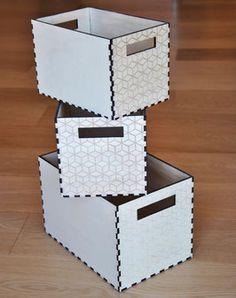 ENSEMBLE DE TROIS BOÎTES Boîte avec motif hexagone Technique: Découpe laser et vernis marin