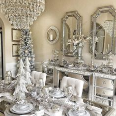 Here are best White Christmas Decor ideas. From White Christmas Tree decor to Table top trees to Alternative trees to Christmas home decor in White. Christmas Table Settings, Christmas Tablescapes, Christmas Table Decorations, Decoration Table, Holiday Decor, Elegant Christmas Decor, Christmas Interiors, Christmas Living Rooms, White Christmas