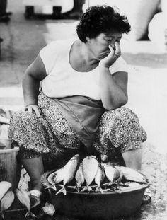 [사진작가] 최민식 (1928~ )의 사진 - 가난한 민중의 이야기 : 네이버 블로그 Korean People, Figure Drawing Reference, Take A Shot, Asian American, Drawing Practice, Figure Model, Historical Pictures, Beautiful World, Old Photos