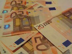Foto de billetes de 50€ - Créditos sin nómina: https://creditosyrapidos.com/solicitar/online-sin-nomina-2/ #trabajo #desempleo #empleo #autonomo #autonomos