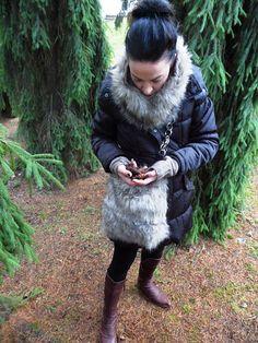 Naavapartahan kasvaa  vain puhtaassa ilmastossa.     Sain vielä tuubikaulurinkin  karvalaukkua varten ostamastani palasta.      kuvat: J...