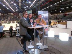 Pascal, Kamel et Patrick Caron leur consultant débriefe ce Jumping de Bordeaux juste avant la finale de la voltige femmes.