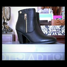 Apt. 9 Black Heeled Ankle Booties Size 8.5 ●100% AUTHENTIC NEW IN BOX● Create a contemporary, western look wearing these trendy women's Apt. 9 ankle boots with your favorite denim button-down.  SHOE FEATURES    °Side zipper    °Stacked chunky heel    °Strap detail with faux-button accent  SHOE CONSTRUCTION    °Manmade upper    °Fabric lining    °TPR outsole  SHOE DETAILS    °Round toe    °Zipper closure    °Padded footbed    °3-in. heel  •MSRP: $74.99 •Listing price: $25 off MSRP! Makes a…