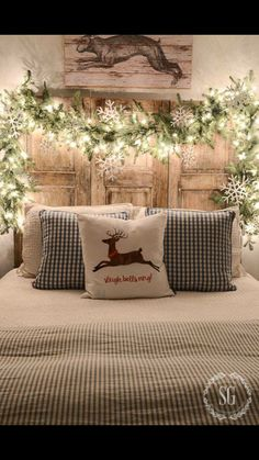 Farmhouse Christmas decor and rustic Christmas decor are a beautiful way to decorate for the holidays. They bring warmth and coziness to every home.