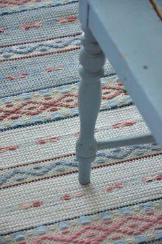 - Pastel Rugs - Ideas of Pastel Rugs - Hej Tjorven: Swedish rag rugs. Swedish Decor, Swedish Style, Swedish Design, Loom Weaving, Hand Weaving, Textiles, Swedish Interiors, Bleu Pastel, Swedish Weaving