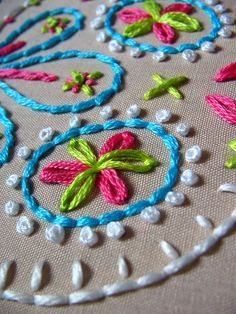 sewing - embroidery - french knots & lazy daisies - simple and gorgeous French Knot Embroidery, Hand Embroidery Stitches, Hand Embroidery Designs, Embroidery Applique, Beaded Embroidery, Cross Stitch Embroidery, Embroidery Patterns, Art Patterns, Japanese Embroidery