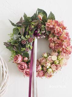 ピンクローズのリース♡ Pink Christmas Tree Decorations, Flower Decorations, Wreaths And Garlands, Ribbon Garland, Rose Crafts, Diy And Crafts, Fabric Roses, Deco Floral, How To Preserve Flowers