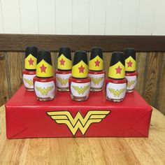 Wonder Woman Theme Party - Celebrat : Home of Celebration, Events to Celebrate, Wishes, Gifts ideas and more ! Wonder Woman Kuchen, Wonder Woman Cake, Wonder Woman Birthday, Wonder Woman Party, Birthday Woman, Superhero Party Favors, Girl Superhero Party, Superhero Baby Shower, Girls Party