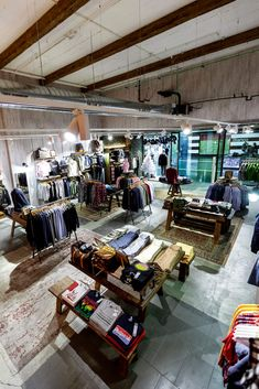 Retail Interior Design, Retail Store Design, Interior Decorating, Visual Merchandising Fashion, Retail Merchandising, Estilo California, Levis Store, Surf Store, Surf Room