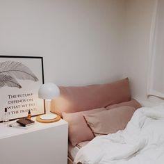 bedroom | white linens | rose colored linens | bed dressing | interior decor | interior design