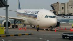 Singapore Airlines A330 nose gear collapse