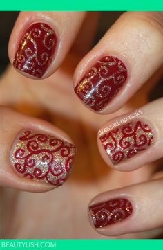 Sparkly holiday swirl nails