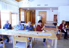 Esitys- ja kahvitilaisuuteen osallistui Rosenkullan asiakkaita, Liljendalin Päiväkodin edustaja,...