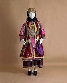 """Νυφική Φορεσιά, Πελοποννησιακό Λαογραφικό Ίδρυμα """"Β. Παπαντωνίου"""" Νυφική φορεσιά από το Στεφανοβίκι. Θεσσαλία, Μαγνησία. Αρχές 20ού αι."""
