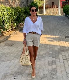 Classy Summer Outfits, Summer Outfits Women Over 40, Classy Outfits For Women, Shorts Outfits Women, Mode Outfits, Chic Outfits, Fashion Outfits, Clothes For Women, Elegante Shorts Outfit