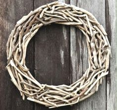 7 Simple Ideas how to Decorate a Driftwood Wreath for the Holidays