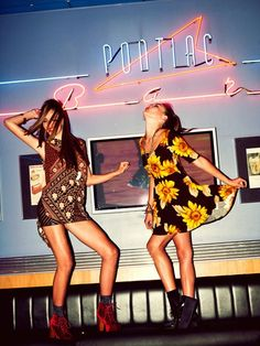 I need that sunflower dress, flower child for life! Soft Grunge, Party Photography, Fashion Photography, Wild Photography, Friend Photography, Maternity Photography, Couple Photography, Photography Poses, Summer Anthems