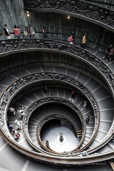 Spiral (double helix) stairs of the Vatican Museums by Peter Jot