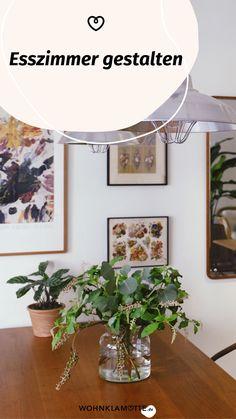 Die Gestaltung des Essbereichs beginnt mit der Grundausstattung des Raums und setzt sich mit der Auswahl der Esszimmermöbel fort. Mit geschickt platzierten Lichtquellen und einer passenden Dekoration schaffst Du ein behagliches Ambiente – hier bekommst Du hilfreiche Inspirationen. Gallery Wall, Inspiration, Frame, Home Decor, Bright Colored Furniture, Essen, Dekoration, Biblical Inspiration, Picture Frame