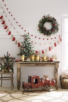 15 Remarkable Living Room Decoration for Christmas Party Funny and Joyful – Beste Weihnachten Pins Cozy Christmas, Christmas Holidays, Christmas Wreaths, Christmas Ornament, Vintage Christmas, Magical Christmas, Beautiful Christmas, Christmas Presents, White Christmas