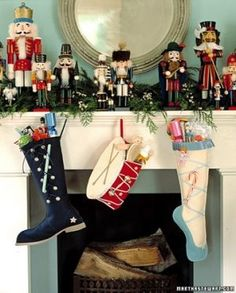 martha stewart christmas decorating ideas | martha stewart_stockings_Christmas interiors ... | christmas and than ...