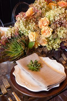 #howto: Make a Showstopping Fall Centerpiece That Lasts   #thanksgiving