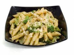 Fideos con queso y brócoli, al estilo de mamá. Haz clic para ver la receta. http://serpadres.com/cocina/cocina-recetas/fideos-con-queso-y-brocoli-al-estilo-de-mama/#