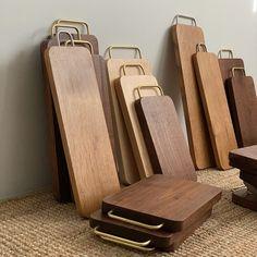모벨제이/월넛테이블/우드슬랩/주문가구/월넛식탁(@mobel_jay) • Instagram 사진 및 동영상 Serving Tray Wood, Wood Tray, Wood Bowls, Wood Placemats, Wooden Platters, Wood Waste, Barn Wood Crafts, Kitchen Board, Wood Cutting Boards