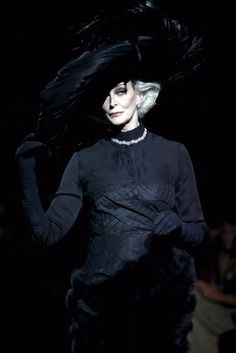 Carmen Dell'Orefice walks down the catwalk during QASIMI show, as part of London Fashion Week a/w 2009 at St Mary's Church on February 2009 in London, England (Photo by Tim Whitby/Getty Images) Carmen Dell'orefice, 50 Y Fabuloso, Gold Book, Victorian Goth, Mature Fashion, Advanced Style, Ageless Beauty, Beauty Shots, Perfect World