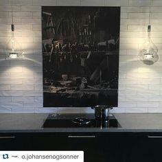 #Repost @o.johansenogsonner with @repostapp ・・・ Fra den nye utstillingen vår. Huseby Signatur modell pesto beiset i farge nero natur. Lekre lamper skyfall fra Lampefeber og Bora basic exclusive.