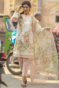 Lawn suits - Work n bottom style Pakistani Fashion Casual, Pakistani Dresses Casual, Pakistani Dress Design, Pakistani Lawn Suits, Kurta Designs Women, Salwar Designs, Kurti Designs Party Wear, Stylish Dresses For Girls, Stylish Dress Designs