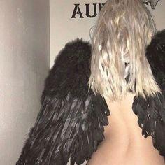 Angel Aesthetic, Aesthetic Grunge, Aesthetic Photo, Aesthetic Girl, Aesthetic Pictures, Emo, Peyton Sawyer, Satsuriku No Tenshi, Cult