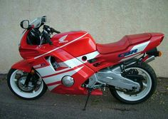 Images gallery of 1988 HONDA Image and navigation by next or previous images. Honda Motorcycles, Cars And Motorcycles, Cafe Racer Honda, Honda Cbr 600, Motosport, Sportbikes, Hot Bikes, Mini Bike, Sports