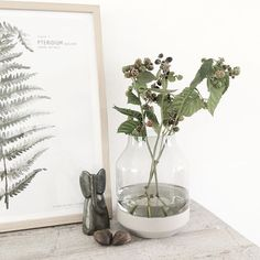 A nice corner at home. Love the blackberry branches. I'm doing some work inside now but as soon Mila wakes up we're off to a little beach close to our home! Have a great sunny afternoon! #10voorstijlhome #interiordesign #interioradvice #treasures #muuto #mydeerartshop