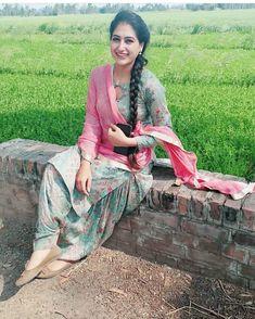 Beautiful Girl Photo, Beautiful Girl Indian, Beautiful Indian Actress, Punjabi Girls, Punjabi Suits, Punjabi Dress, Salwar Suits, Prity Girl, Indian Photoshoot